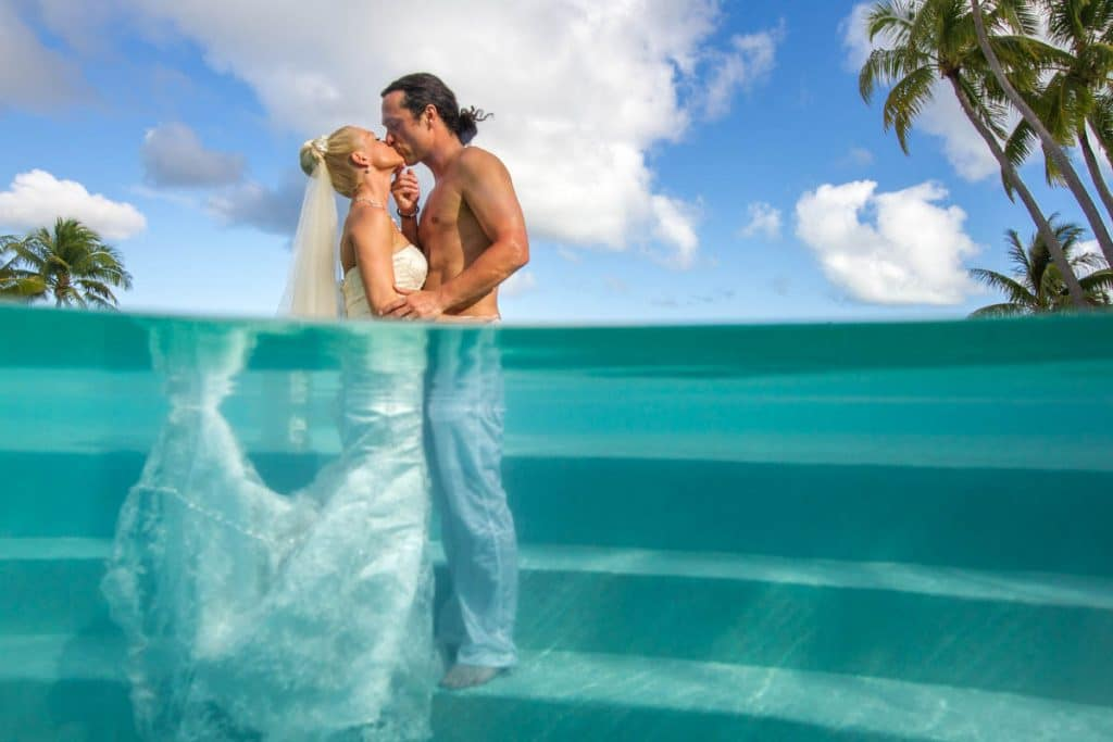 Trash the wedding dress in bora bora bora bora photographer damien wedding photoshooting 35 junglespirit Choice Image