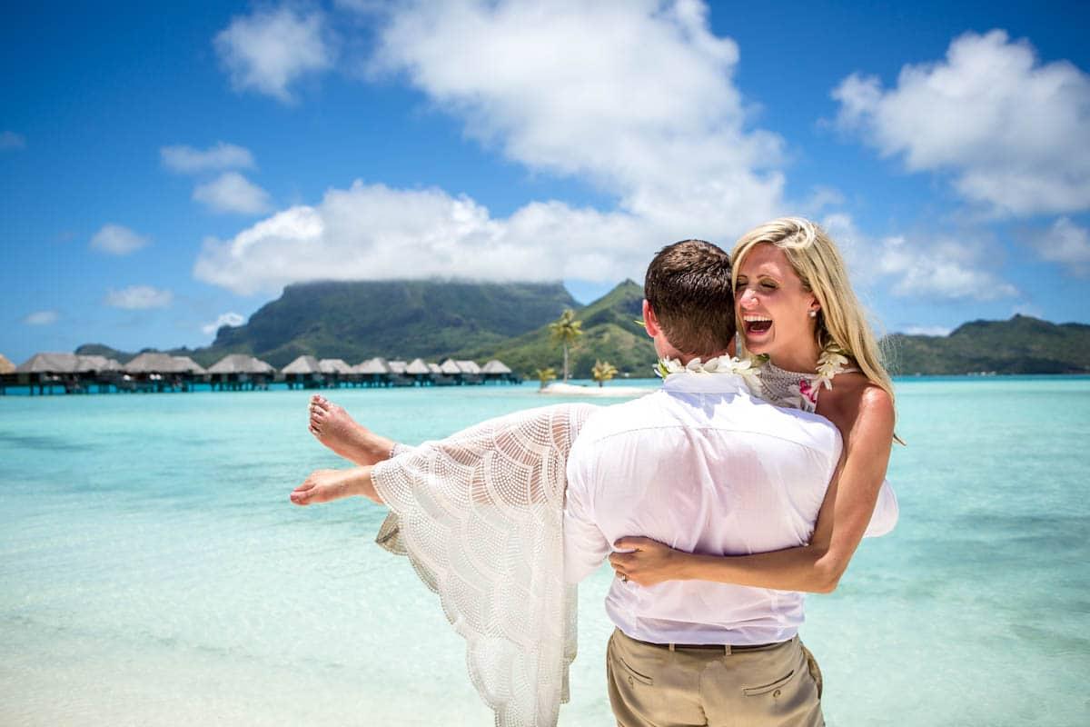 Trash the wedding dress in Bora Bora - Bora Bora Photographer Damien ...