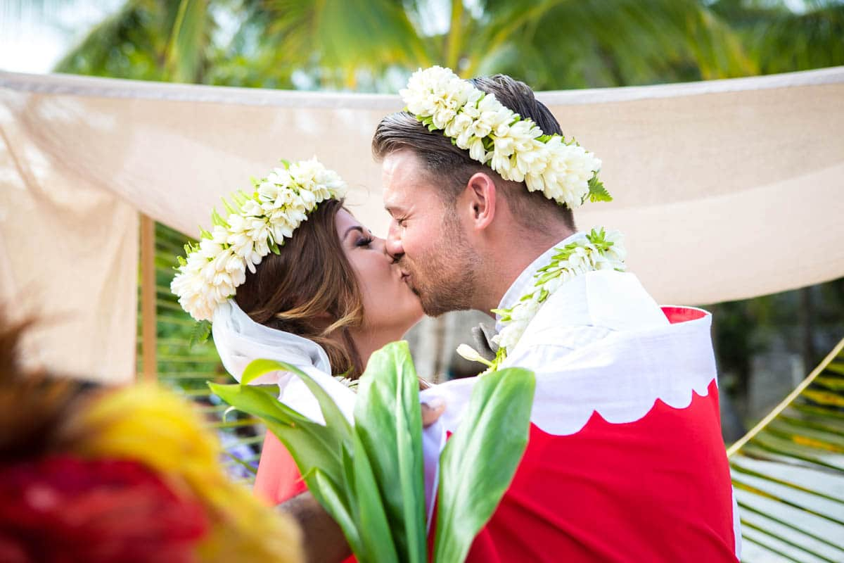 kissing during Polynesian wedding ceremony