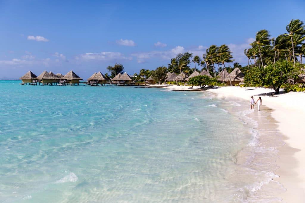 Livia & Marc walk on the beach of Bora Bora